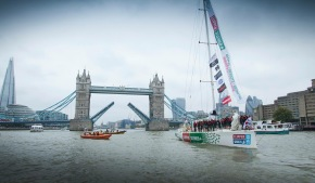 And the Tower Bridge closes and now the race is only hours away!