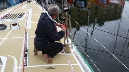 Linda taping all split pins in the shrouds inner part to avoid catching on sail damage