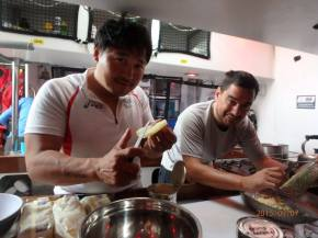 Han and Javi preparing dinner.